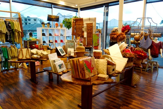 Hawaii: Shopping at Native Intelligence in Wailuku