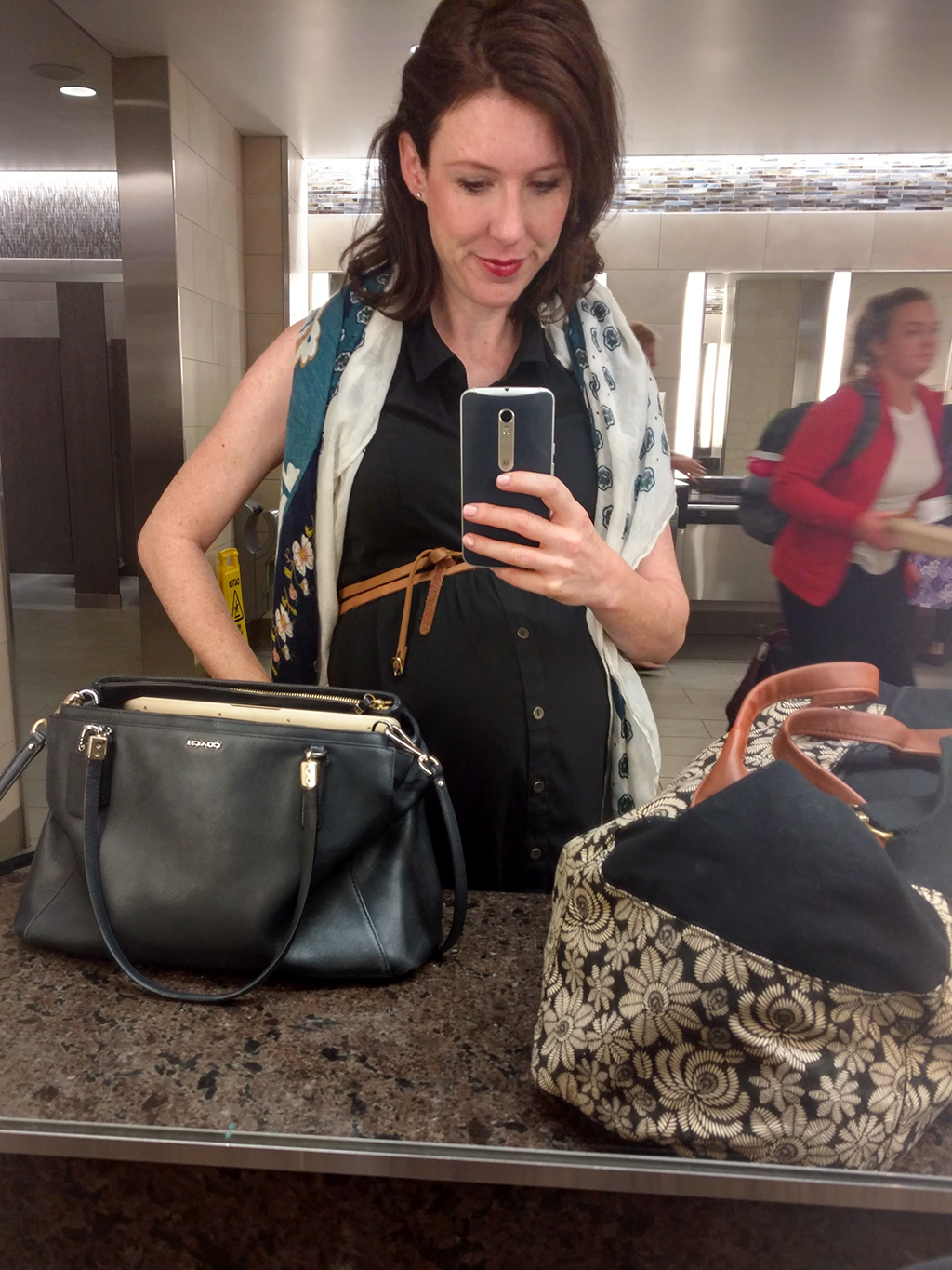 What to wear on a plane while pregnant