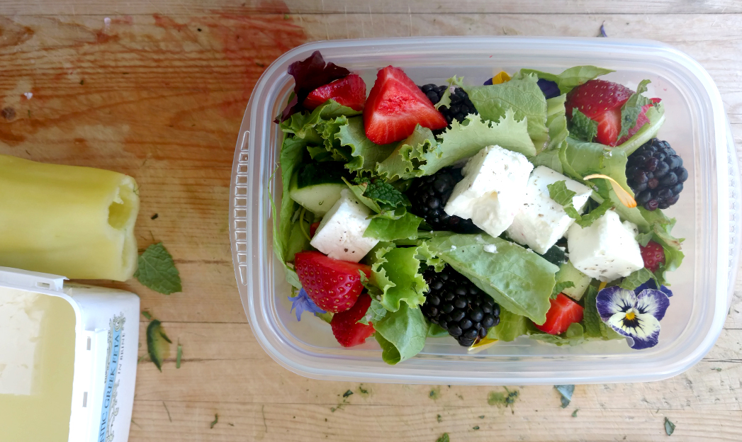 Salad with berries and mint