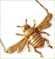 Things I love today: Bee necklace