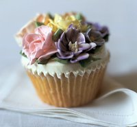 Crafty: Throw a cupcake frosting party