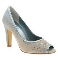 Things I love today: Vintage style pumps