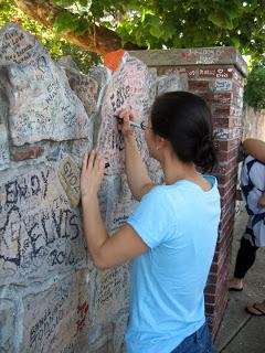 Memphis Highlights: Graceland Wall