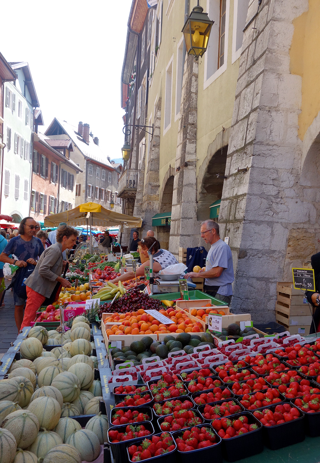Fruit vendors in Annecy
