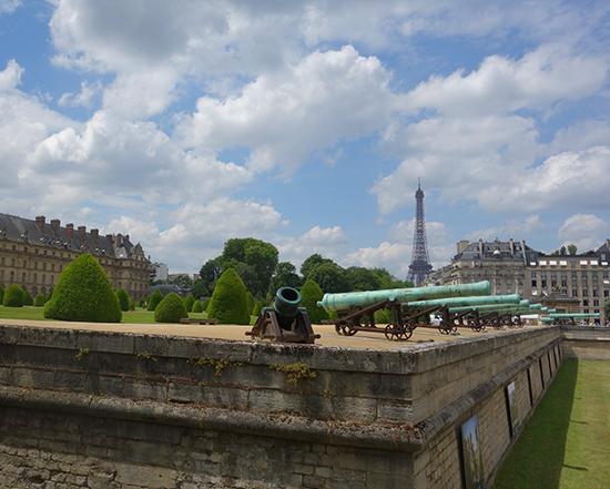 Walking through the 7th eme in Paris