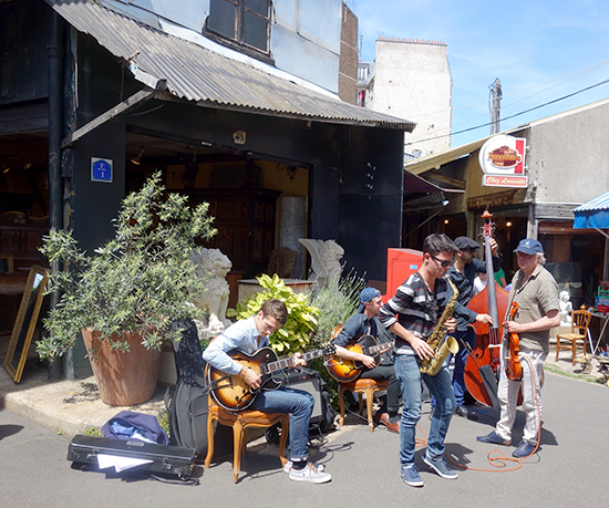 Live jazz and antiques in Paris