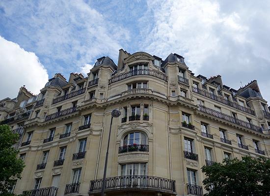 A classic streetcorner view in Paris