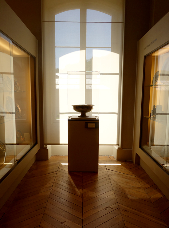 Sunny view of a pedestal at the Ceramic Museum in Paris