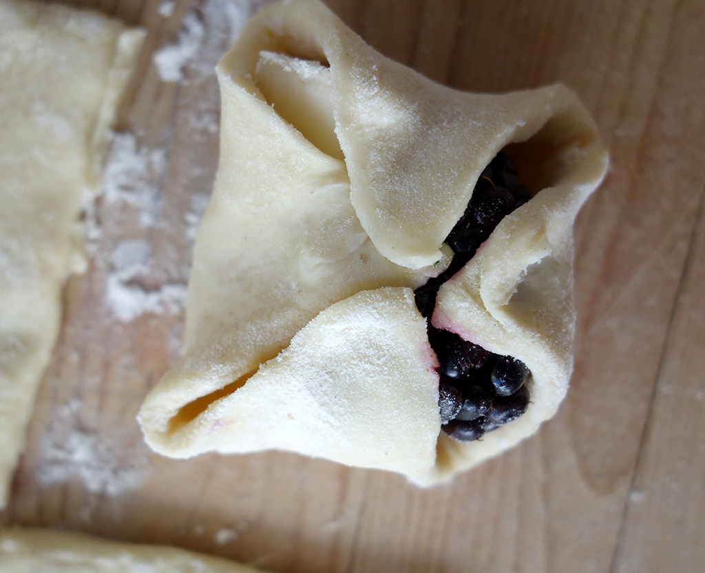 Blackberry and cheese puff pastries
