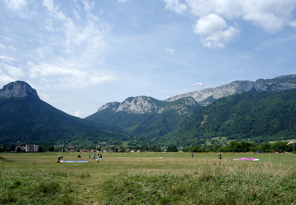 Paraglider fans in France