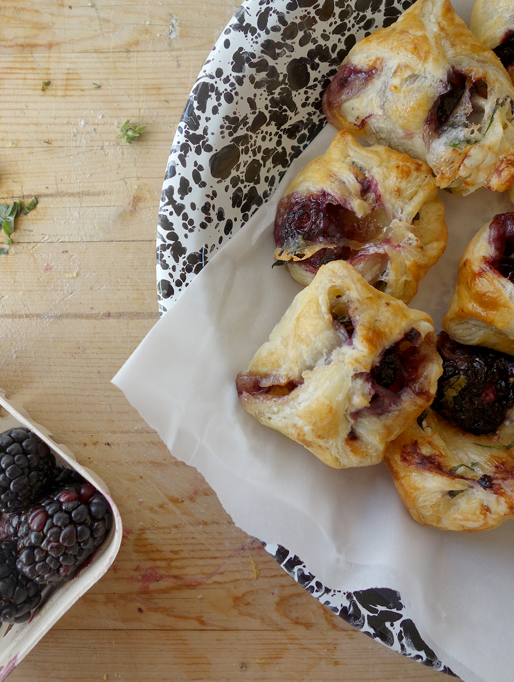 Basil and blackberry cheese puffs