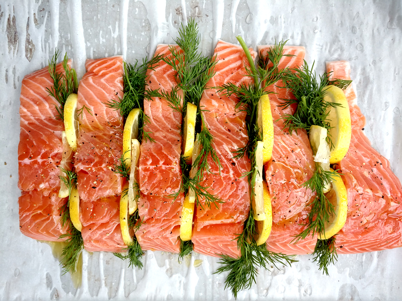 Parchment Paper salmon with dill and lemon