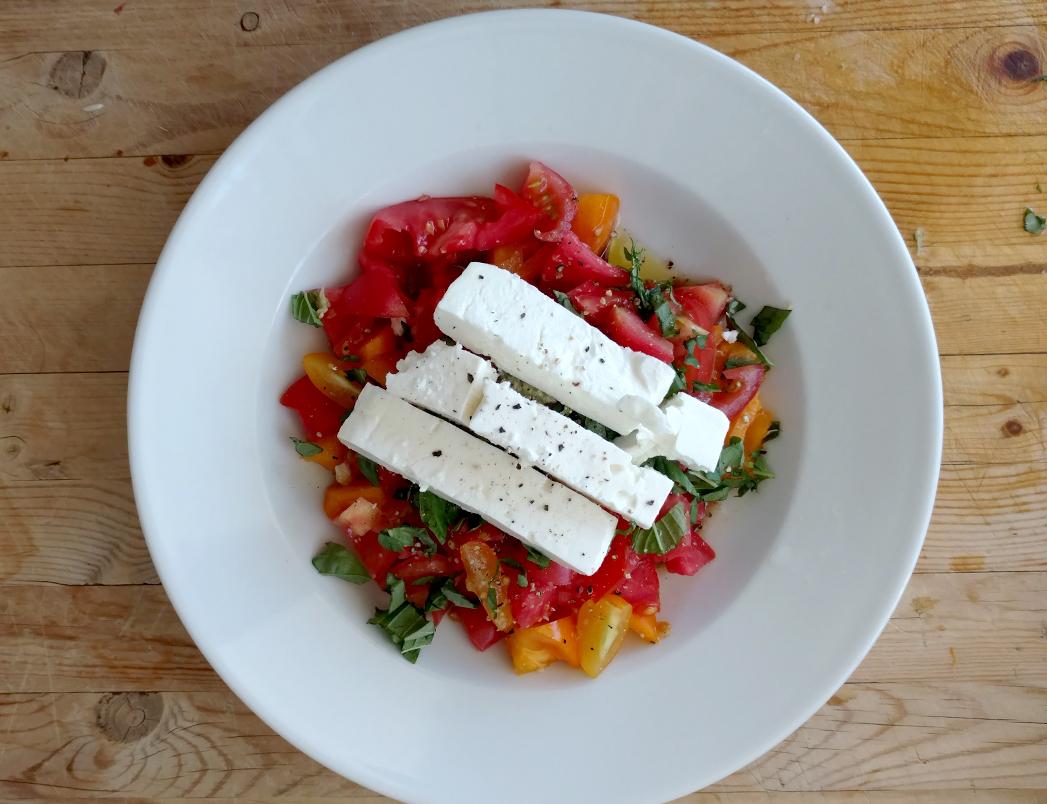 Feta tomato summer salad